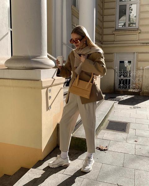 Фото №2 - Как собрать лук с бежевыми брюками: 5 стильных идей для этой весны🍦🤍