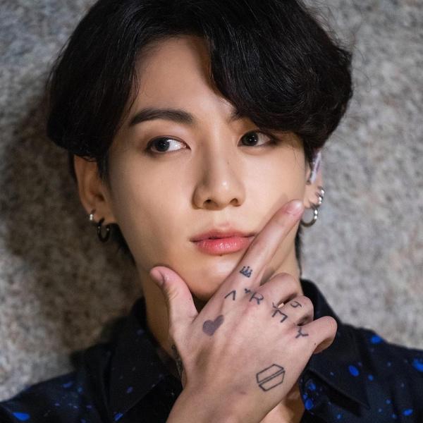 Фото №1 - Корейский политик пытается продвинуть «закон о татуировках» с помощью Чонгука из BTS