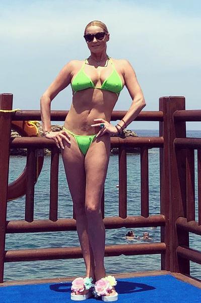 Волочкова надела купальник, который ей откровенно мал | WDAY