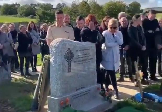 Фото №1 - Ирландец перед смертью решил повеселить близких и спрятал у могилы запись со своими загробными криками (видео)