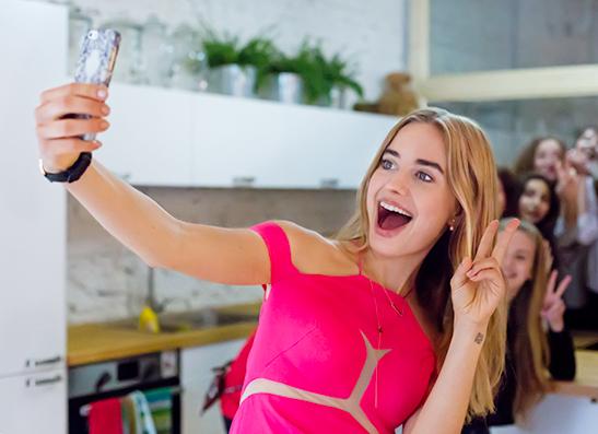 Фото №1 - Как прошла встреча читательниц Elle Girl с Соней Есьман