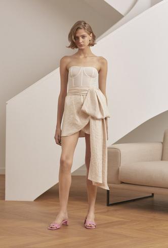 Фото №17 - Для дома и на выход: 10 платьев, которые пригодятся вам на карантине и после