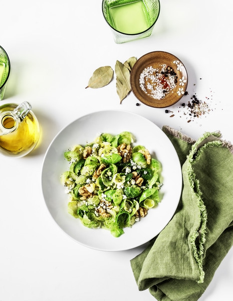 Фото №1 - Рецепты салатов с грецкими орехами