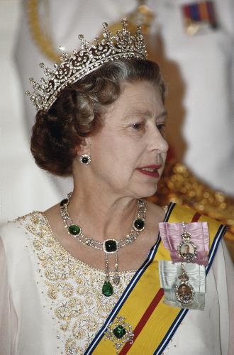 Фото №10 - Королевские драгоценности: самые роскошные украшения Елизаветы II