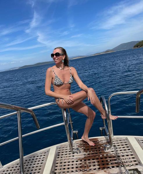 Фото №10 - 10 купальников Светланы Бондарчук, доказывающих, что возраста не существует