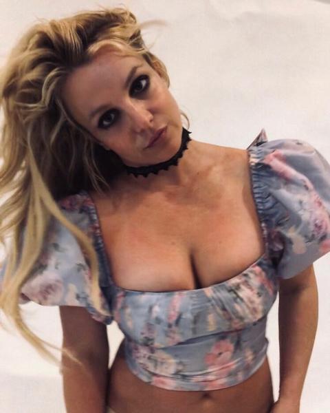 Фото №52 - Сама себе не хозяйка: как Бритни Спирс потеряла контроль над собой, деньгами, голосом и жизнью