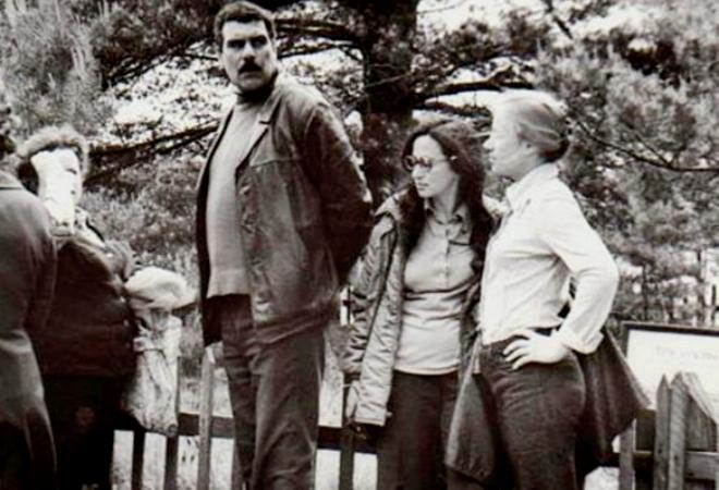 Сергей Довлатов ведет экскурсию в Михайловском, 1977 г.
