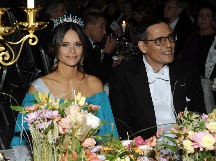 Фото №4 - Парад тиар в Стокгольме: шведская королевская семья на вручении Нобелевской премии