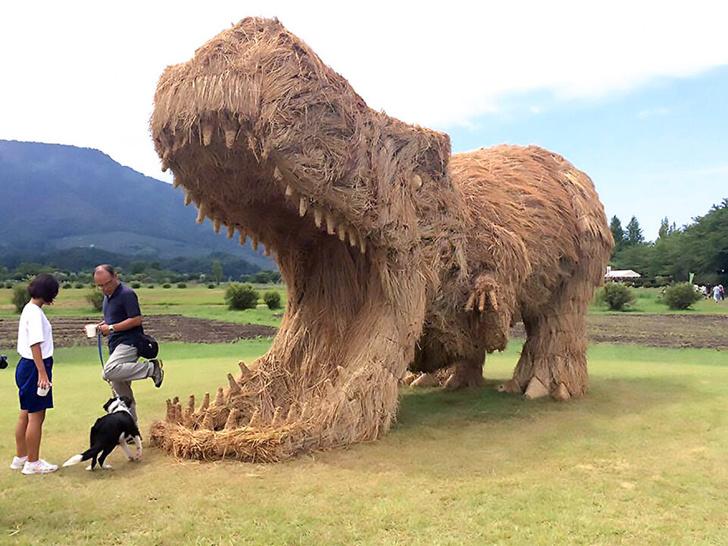 Фото №3 - Фестиваль скульптур из рисовой соломы в Японии