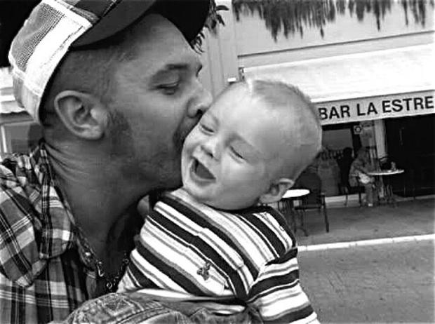 Фото №27 - 25 по-настоящему милых фото самых знаменитых отцов в мире