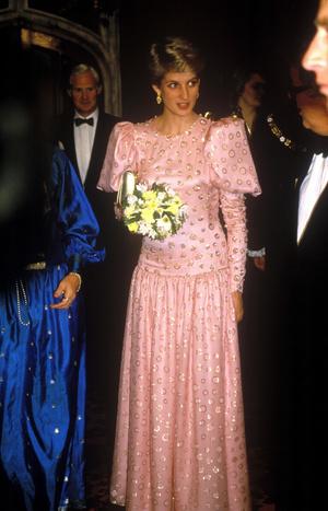 Фото №12 - Никто не идеален: самые неудачные наряды принцессы Дианы