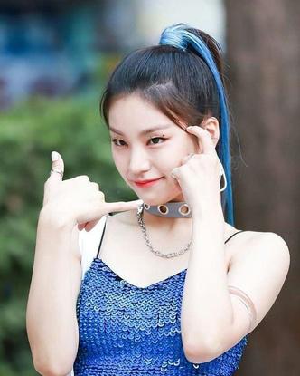Фото №2 - Как одеться в стиле k-pop: повторяем стильные летние луки Йеджи из ITZY 😎
