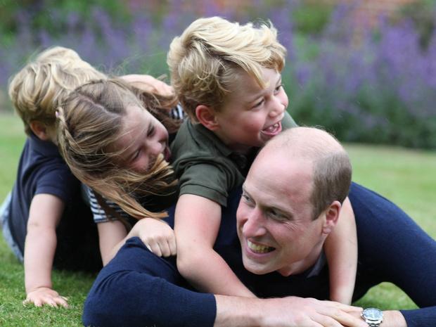 Фото №4 - Какие титулы получит Джордж, когда его отец станет королем (и почему их не пожалуют Шарлотте и Луи)