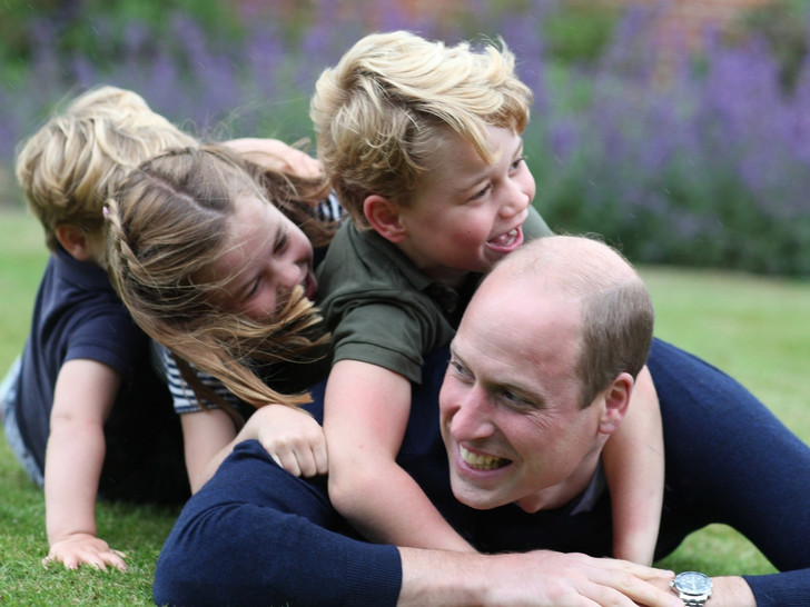 Фото №3 - «Привет» дядюшке: тайные смыслы нового фото Луи Кембриджского (и при чем здесь Гарри)