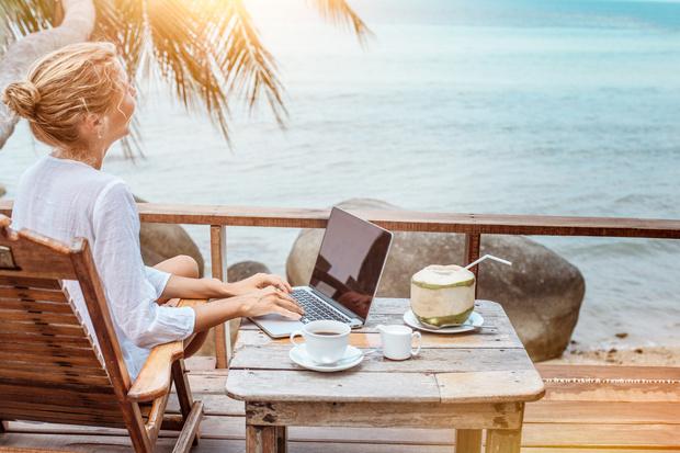 Фото №2 - Как не отвлекаться на работу в отпуске: советы экспертов
