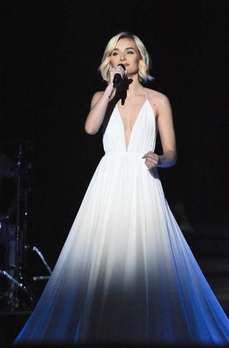 Фото №15 - Самые яркие (и странные) сценические наряды за всю историю Евровидения