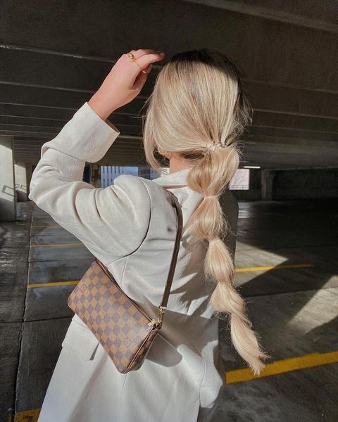 Фото №1 - Косы на длинные волосы: 19 идей для причесок