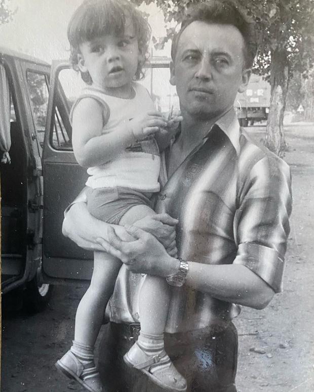 Фото №1 - Максим Галкин показал свое детское фото с отцом-генералом