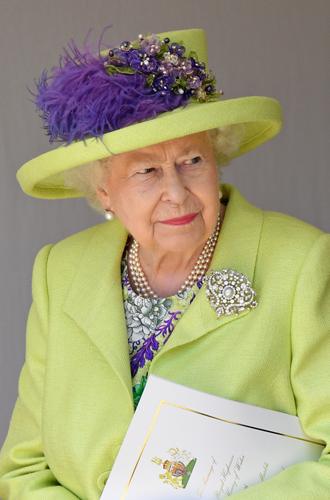 Фото №3 - Как королева намекнула на связь с Меган на свадьбе
