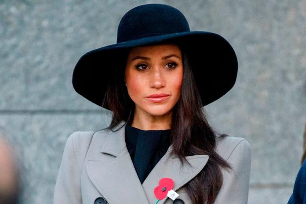 Фото №1 - Не на ту напали! Коллега Меган Маркл призывает королевскую семью извиниться перед герцогиней для их же блага