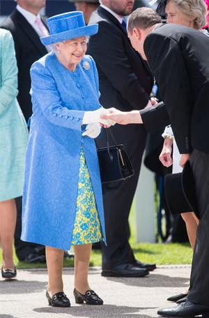 Фото №5 - Не просто платье: что Кейт хотела сказать Королеве своим нарядом
