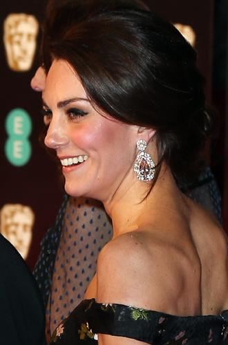 Фото №8 - Талант скромности: герцогиня Кембриджская на церемонии BAFTA