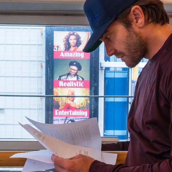Фото №3 - Джейк Джилленхол проведет адский медовый месяц с принцессой из «Короны» в новом триллере