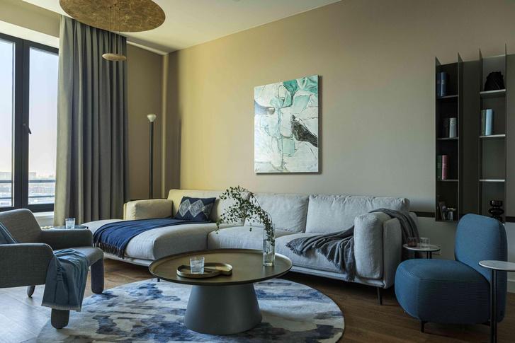 Фото №1 - Минималистичный интерьер в теплых тонах для двухкомнатной квартиры