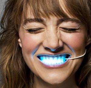 Фото №16 - Дентикюр, LED-подсветка зубов и еще 8 стомалогоческих процедур, о которых не знали наши мамы