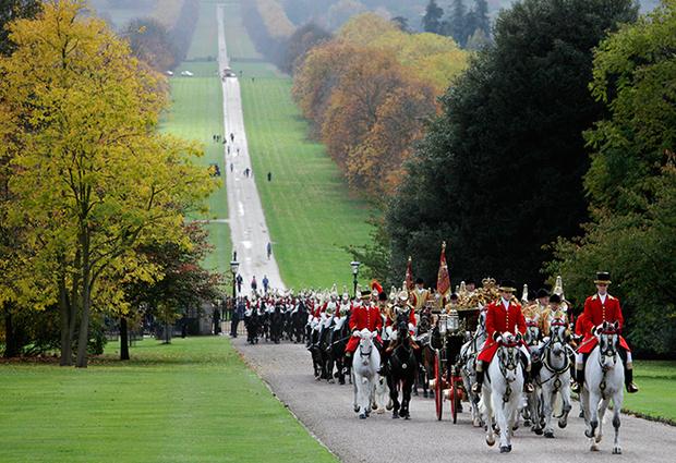 Фото №1 - Повезет – не повезет: кого из президентов Елизавета II катала в своей карете