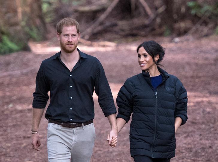 Фото №1 - Как Меган и Гарри подрывают старейшую традицию королевской семьи