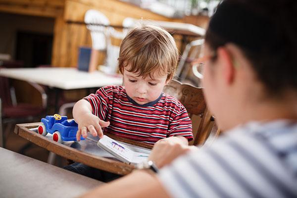 Фото №2 - Нескучное ожидание: чем занять малыша в очереди— советы для разных возрастов