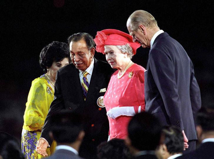 Фото №16 - Секреты Елизаветы: 8 новых историй о гардеробе Королевы