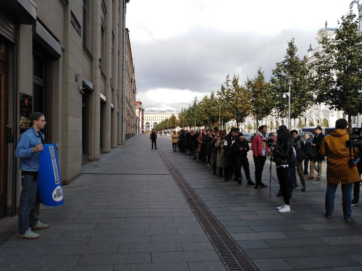 Фото №1 - В Москве началась серия одиночных пикетов в поддержку осуждённого на 3,5 года Павла Устинова (фото и видео)