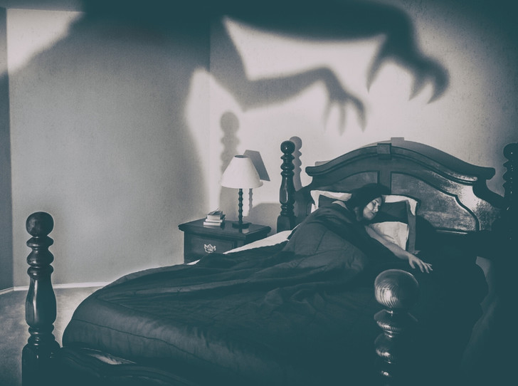 Фото №2 - Синдром старой ведьмы: что такое сонный паралич, и чем он опасен