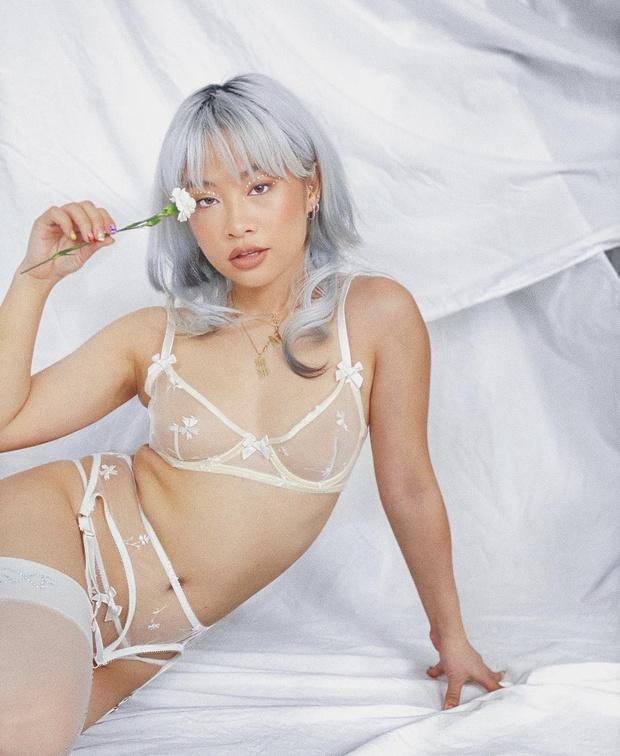 Фото №6 - «О, да!» Рианна выпустила коллекцию прозрачного нижнего белья для невест