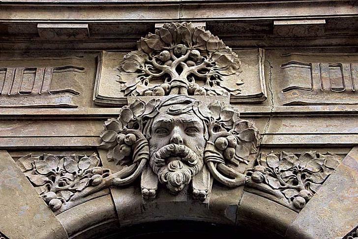 Фото №6 - Лицевая сторона: пражские декоративные рельефы