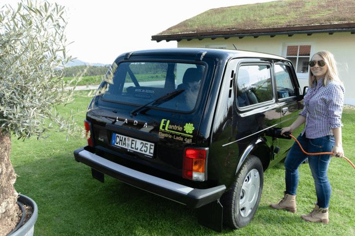 Фото №1 - Немецкая компания превратила «Ниву» в электромобиль