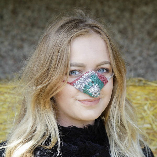 Фото №3 - Тем, кто вечно мерзнет: британская компания продает варежки для носа