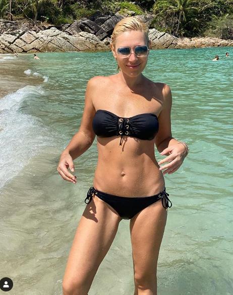 Фото №1 - 46-летняя Аврора показала идеальное тело в бикини