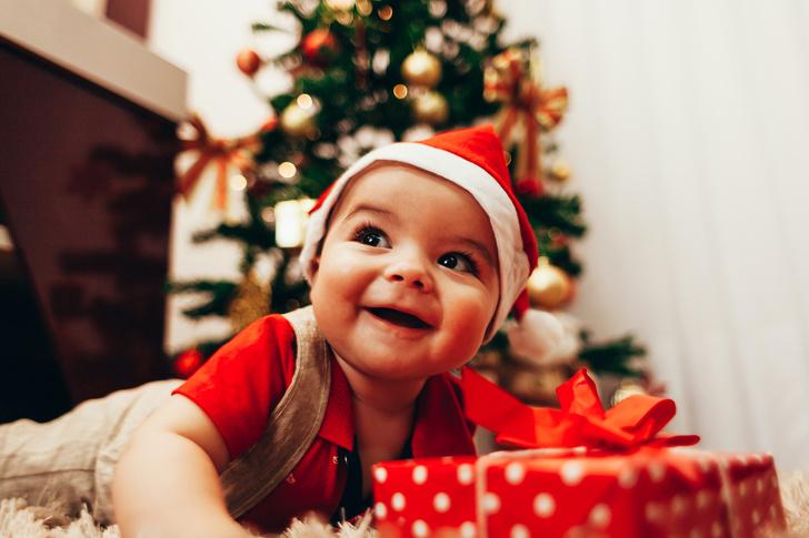 Фото №1 - Как малыши встречают первый Новый год: 15 умилительных фото