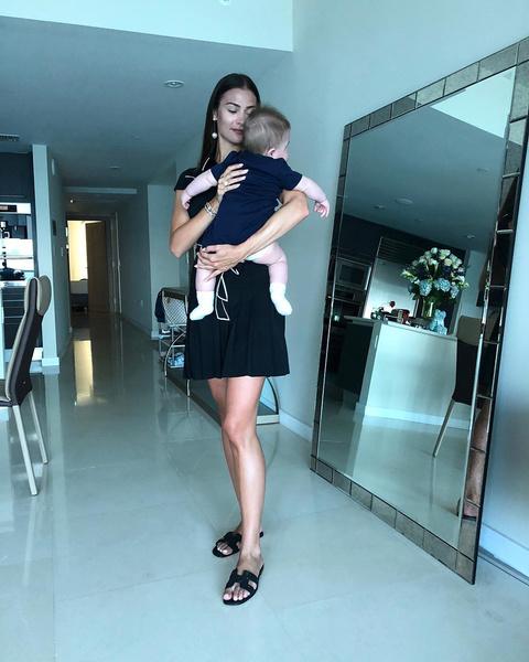Фото №1 - Мама в мини: Шубская закатила в Москве вечеринку на 2-летие сына Сережи