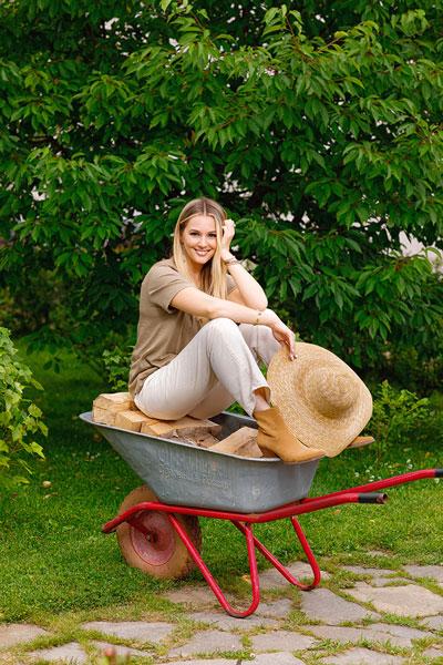 Фото №3 - Мария Кожевникова: «Сажаю помидоры, завели кур, в планах— пасека»