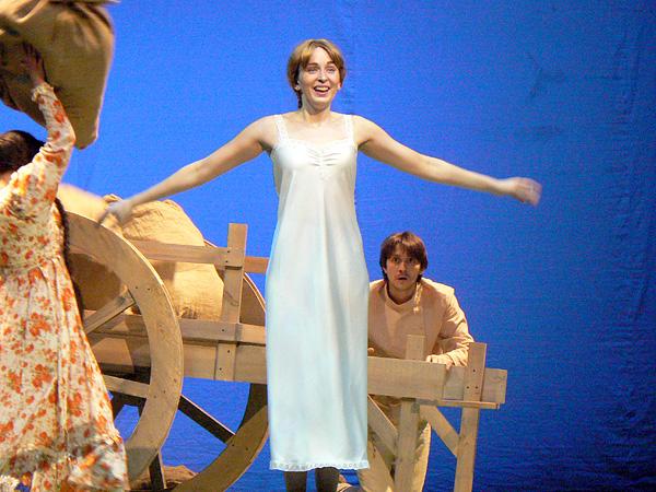Фото №1 - «Барышня-крестьянка»: на сцене курили и прыгали через костер