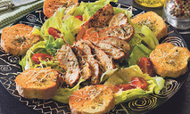 Куриная грудка на салате