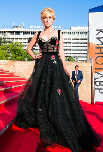 Фото №11 - Кинотавр-2018: самые яркие звезды на церемонии закрытия