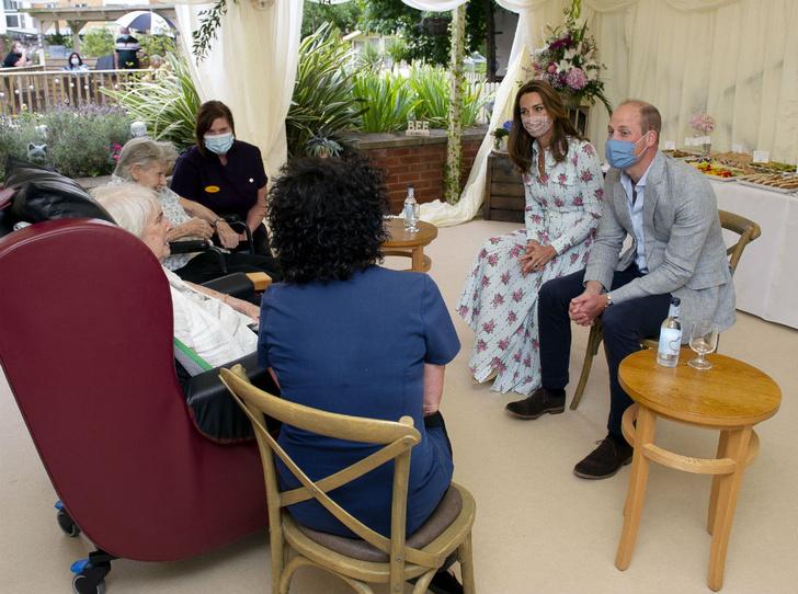 Фото №2 - Конфуз герцогини: как Кейт приняли за помощницу Уильяма (и ее бесценная реакция)