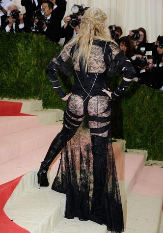 Фото №22 - Королева скандала: самые запоминающиеся образы Мадонны