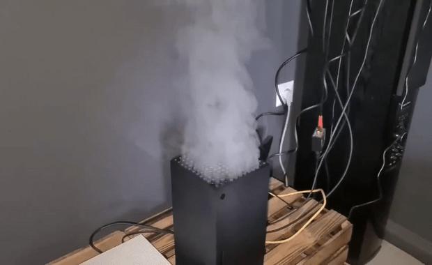 Фото №1 - Фейк дня: красиво дымящиеся Xbox Series X
