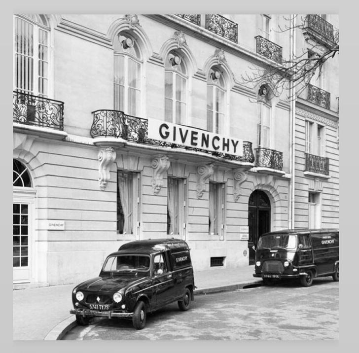 Фото №2 - «Ты— легенда»: каких двух дизайнеров поблагодарил новый креативный директор Givenchy?